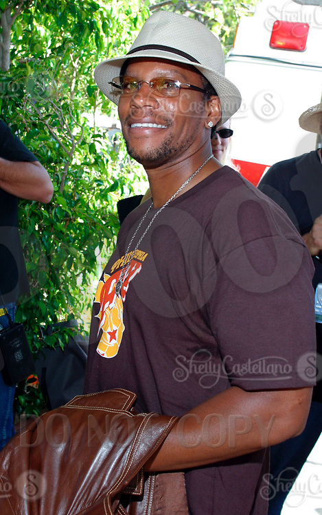 Jul 09, 2002; Los Angeles, CA, USA; DL HUGHLEY arrives @ SUGAR RAY LEONARD BOXING first year anniversary which was celebrated with a live fight night on ESPN2 from the Playboy Mansion in Holmby Hills.  Over 350 invited guests attended the cocktail reception and showdown in the back yard of Playboy HUGH HEFNER's 5.5 acre estate. <br />Mandatory Credit: Photo by Shelly Castellano/ZUMA Press.<br />(©) Copyright 2002 by Shelly Castellano