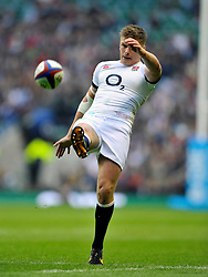 Owen Farrell (England) kicks for territory - Photo mandatory by-line: Patrick Khachfe/JMP - Tel: Mobile: 07966 386802 09/11/2013 - SPORT - RUGBY UNION -  Twickenham Stadium, London - England v Argentina - QBE Autumn Internationals.