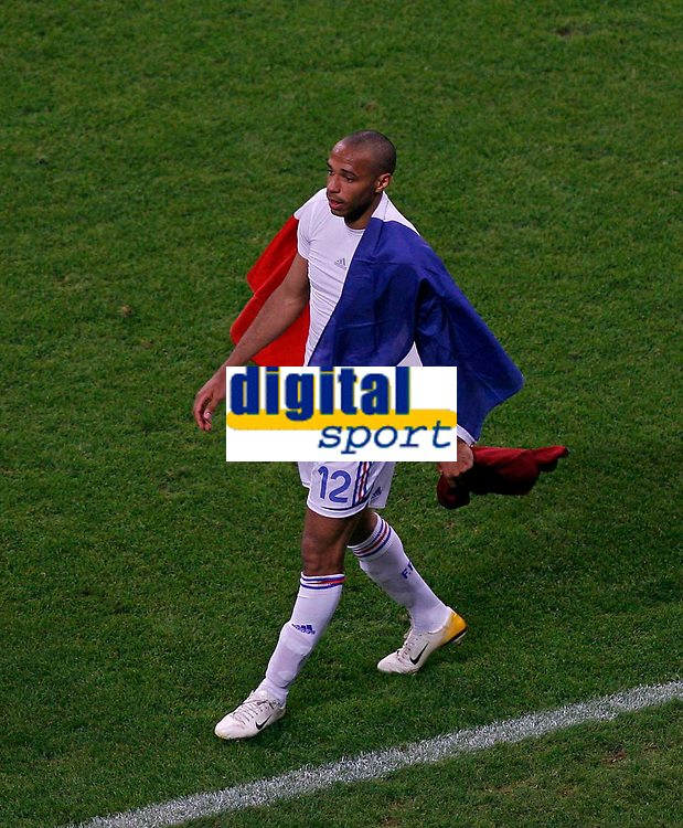 Photo: Glyn Thomas.<br />Portugal v France. Semi Final, FIFA World Cup 2006. 05/07/2006.<br /> France's Thierry Henry celebrates a place in the final with a French flag.
