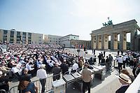 19 JUN 2013, BERLIN/GERMANY:<br /> Uebersicht Barack Obama, Praesident USA, haelt eine Rede auf dem Pariser Platz vor dem Brandenburger Tor, Besuch des Praesidenten der Vereinigten Staaten von Amerika in Deutschland<br /> IMAGE: 20130619-01-159<br /> KEYWORDS: Präsident U.S.A., Übersicht