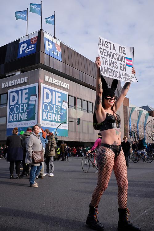GERMANY, Berlin, Leopoldplatz. 08.03.2020 / Demonstration für Frauenrechte in Berlin: Am Internationalen Frauentag sind in Berlin tausende Frauen - und auch viele Maenner - auf die Straße gegangen, um gegen die Diskriminierung von Frauen in allen Lebensbereichen zu demonstrieren. Die Demonstration startete am Leopoldplatz im Wedding und fuehrte bis zum Alexanderplatz. Rund 12.000 Teilnehmer sind nach Angaben einer Sprecherin des Buendnisses für sexuelle Selbstbestimmung dabei.