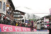 Foto Massimo Paolone/LaPresse <br /> 24 maggio 2021 Cortina D'Ampezzo, Italia<br /> Sport Ciclismo<br /> Giro d'Italia 2021 - edizione 104 - Tappa 16 - Da Sacile a Cortina D'Ampezzo (km 212)<br /> Nella foto: BERNAL GOMEZ Egan Arley (COL) (INEOS GRENADIERS) vincitore di tappa<br /> <br /> Photo Massimo Paolone/LaPresse<br /> May 24, 2021  Cortina D'Ampezzo, Italy  <br /> Sport Cycling<br /> Giro d'Italia 2021 - 104th edition - Stage 16 - from Sacile to Cortina D'Ampezzo <br /> In the pic: BERNAL GOMEZ Egan Arley (COL) (INEOS GRENADIERS) stage winner