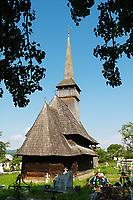Roumanie,region de Maramures, Carpates, églises en bois de Din Leud deal. Patrimoine mondial de l'Unesco. // Romania, Maramures, Carpates, wooden church of Din Leud Deal. Unesco world heritage.