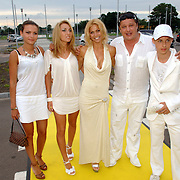 NLD/Amstelveen/20060707 - Glitterparty Special Sports Amstelveen, eigenaar Ruud Hiensch, partner en vriendinnen