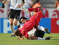 Fotball, 18. juni 2005, Confederations Cup Tunisia - Tyskland, <br /> v.l. Michael Ballack GER, oben Mehdi Nafti<br /> Norway only
