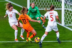 09-11-2018 NED: UEFA WC play-off final Netherlands - Switzerland, Utrecht<br /> European qualifying for the 2019 FIFA Women's World Cup - / Daniëlle van de Donk #10 of Netherlands, Luana Buhler #22 of Switzerland, Gaelle Thalmann #1 of Switzerland, Noelle Maritz #5 of Switzerland