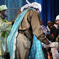 """Nederland, Amsterdam , 7 november 2009..De stam der Saramaccaners krijgt een traditioneel gezag in Nederland. Granman Belfon Aboikoni heeft zaterdag 7 november tijdens de zogenoemde 'weti futu' in de Stopera in Amsterdam 17 gezagsdragers (""""basja's"""" genaamd) geïnstalleerd..Het is voor het eerst dat dit ritueel in Nederland plaatsvindt. Vier kapiteins en 13 basha's. De beëdiging was twee jaar geleden, toen het grootopperhoofd ook al in Nederland was. Een Saramaccagezag in Nederland was hard nodig, vinden twee van de kapiteins, en Morea King Sylvester Aboikoni..""""De marrongemeenschap bestaat al zo lang en dat is niet voor niks"""", meent Sylvester Aboikoni. """"Het is één van de oudste gezagsstructuren. De granman en de gemeenschap in Nederland hebben ingezien dat het nodig is om leiders in het land te plaatsen, wil je dat stukje cultuur behouden.""""..The Surinamese tribe Saramaccans gets a traditional authority in the Netherlands. Saterday 7 November Granman Belfon Aboikoni installed the 17 officials, called """"basjas""""  during the so-called 'weti futu' ceremony in the Town Hall of Amsterdam."""
