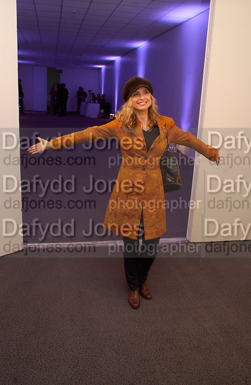 Maryam D'Abo, Party given by California Wine to celebrate wines from the Golden state,  hosted by Natasha McElhone, Emily Oppenheimer and Dr. Martin Kelly at the old Saatchi Gallery, 8 October 2003. © Copyright Photograph by Dafydd Jones 66 Stockwell Park Rd. London SW9 0DA Tel 020 7733 0108 www.dafjones.com