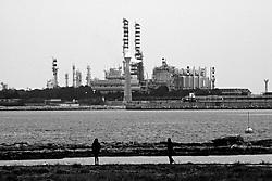 Brindisi. Petrolchimico ripreso dalla diga di punta riso