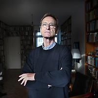 Nederland, Amsterdam , 1 december 2010..Bernhard Schlink (Großdornberg, 6 juli 1944) is een Duits schrijver en jurist..German writer Bernhard Schlink.