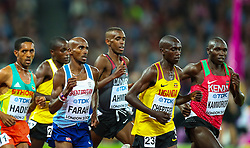 London, 2017-August-04. Mo Farah pushes to the front of the pack during the Men's 10,000m final at the IAAF World Championships London 2017. Paul Davey.