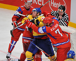 11.05.2012, Ericsson Globe, Stockholm, SWE, IIHF, Eishockey WM, Russland (RUS) vs Schweden (SWE), im Bild, Sverige Sweden 93 Johan Franzen stick in the face and bleedeing from nose Russia 7 Dmitri Kalinin (SKA St Petersburg) // during the IIHF Icehockey World Championship Game between Russia (RUS) and Sweden (SWE) at the Ericsson Globe, Stockholm, Sweden on 2012/05/11. EXPA Pictures © 2012, PhotoCredit: EXPA/ PicAgency Skycam/ Simone Syversson..***** ATTENTION - OUT OF SWE *****