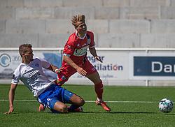 Prøvespilleren Tobias Pedersen (FC Helsingør) tackles af Anton Petersen (HIK) under træningskampen mellem FC Helsingør og HIK den 1. august 2020 på Helsingør Ny Stadion (Foto: Claus Birch).