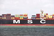 Nederland, Breskens, 5-9-2019Een groot containerschip van rederij MSC is via de Westerschelde op weg naar de haven van Antwerpen . Zeeland, zeeuwse,kust, containervervoer,handel,wereldhandel,sancties,economische, containertransport, consumptie, koopgedrag, consumptiegoederen, .Foto: Flip Franssen