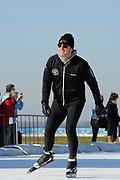 DE HOLLANDSE100 by LYMPH & CO op FlevOnice te Biddinghuizen. Een duatlon bestaande uit twee onderdelen: schaatsen en fietsen. Het evenement wordt georganiseerd om geld op te halen voor Lymph&Co dat zich inzet tegen lymfklierkanker.<br /> <br /> Op de foto: