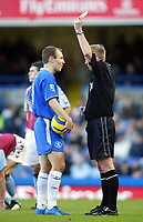 26/12/2004 - FA Barclays Premiership - Chelsea v Aston Villa - Stamford Bridge<br />Chelsea's Arjen Robben receives a yellow card from referee Peter Walton<br />Photo:Jed Leicester/Back Page Images