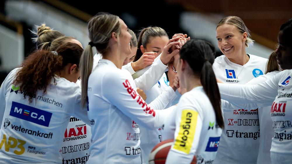 ÖSTERSUND 20210925<br /> Östersundspepp innan lördagens match i Basketligan mellan Östersund Basket och Uppsala Basket i Östersunds Sporthall<br /> <br /> Foto: Per Danielsson/Projekt.P