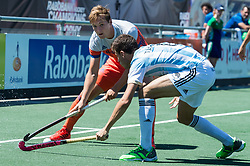 (L-R) Floris Wortelboer of The Netherlands, Santiago Tarazona of Argentina during the Champions Trophy finale between the Netherlands and Argentina on the fields of BH&BC Breda on Juli 1, 2018 in Breda, the Netherlands.