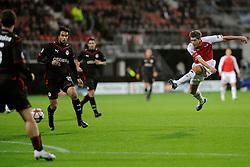 25-11-2009 VOETBAL: AZ - OLYNPIACOS<br /> Door het gelijke spel 0-0 in AZ uitgeschakeld in de Champions League /Stijn Schaars probeert het eens met een afstandschot<br /> ©2009-WWW.FOTOHOOGENDOORN.NL