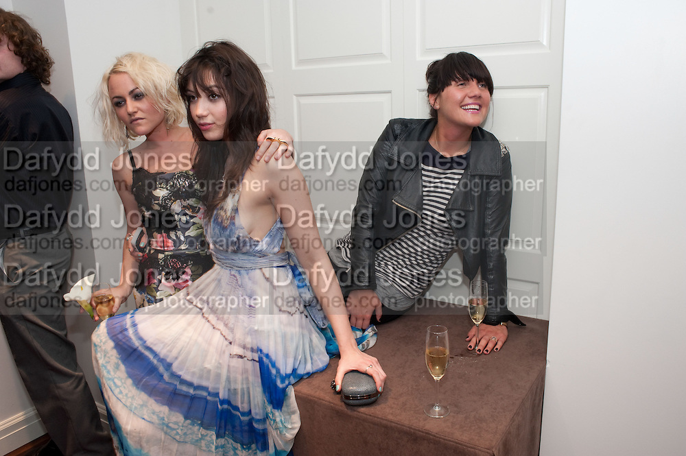 JAIME WINSTONE; DAISY LOWE; EMILY SONNET, The after-party after the premiere of Duncan WardÕs  film ÔBoogie WoogieÕ ( based on the book by Danny Moynihan). Westbury Hotel. Conduit St. London.  13 April 2010<br /> JAIME WINSTONE; DAISY LOWE; EMILY SONNET, The after-party after the premiere of Duncan Ward's  film 'Boogie Woogie' ( based on the book by Danny Moynihan). Westbury Hotel. Conduit St. London.  13 April 2010