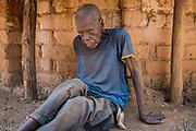 À plus de 100 ans, Simon Kalmet a vécu l'arrivée des premiers blancs dans son village de Fodé, dans l'est de la République centrafricaine. Simon est témoin d'une époque où les éléphants, aujourd'hui quasiment éteints, abondaient dans la région.