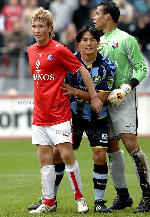 22-10-2006 VOETBAL: UTRECHT - DEN HAAG: UTRECHT<br /> FC Utrecht wint in eigenhuis met 2-0 van FC Den Haag / Michael Mols, Rick Kruys en Michel Vorm<br /> ©2006-WWW.FOTOHOOGENDOORN.NL