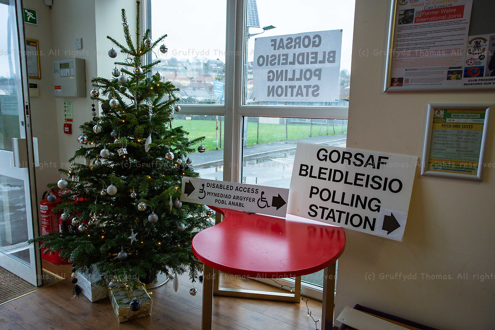 Carmarthen, UK. 12 December, 2019.<br /> Christmas tree in the polling station in Carmarthen Town AFC's clubhouse. The 2019 General Election was the first to be held in December since 1923.<br /> Credit: Gruffydd Ll. Thomas/Alamy Live News