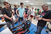 De VeloX 7 wordt technisch gekeurd. Het Human Power Team Delft en Amsterdam, dat bestaat uit studenten van de TU Delft en de VU Amsterdam, is in Amerika om tijdens de World Human Powered Speed Challenge in Nevada een poging te doen het wereldrecord snelfietsen voor vrouwen te verbreken met de VeloX 7, een gestroomlijnde ligfiets. Het record is met 121,44 km/h sinds 2009 in handen van de Francaise Barbara Buatois. De Canadees Todd Reichert is de snelste man met 144,17 km/h sinds 2016.<br /> <br /> With the VeloX 7, a special recumbent bike, the Human Power Team Delft and Amsterdam, consisting of students of the TU Delft and the VU Amsterdam, wants to set a new woman's world record cycling in September at the World Human Powered Speed Challenge in Nevada. The current speed record is 121,44 km/h, set in 2009 by Barbara Buatois. The fastest man is Todd Reichert with 144,17 km/h.
