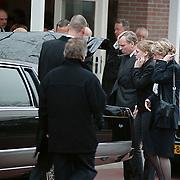 Begrafenis vader Jaap de Hoop Scheffer, met vrouw Jeanine en dochter Caroline