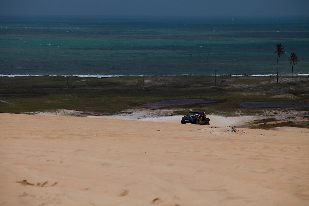 Natal_RN, Brasil...Passeio de buggy no litoral norte de Natal...The buggy ride in Natal north cost. ..Foto: LEO DRUMOND / NITRO