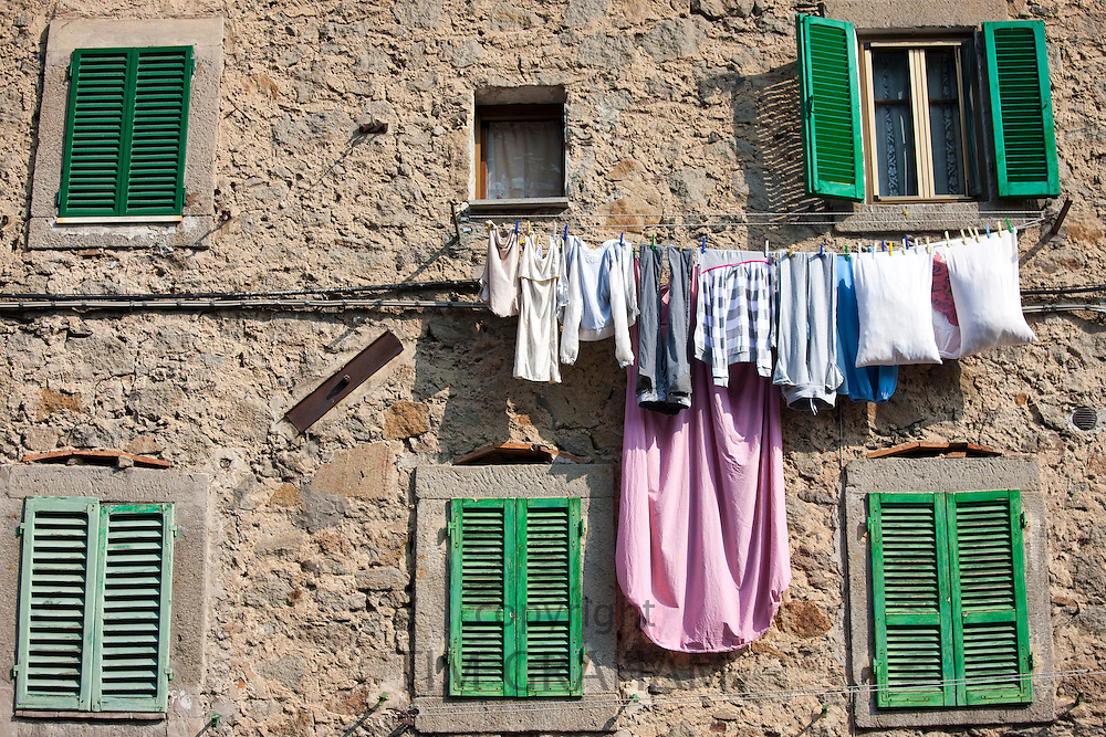 Laundy hung out to dry in the sun in Seggiano near Montalcino, Val D'Orcia,Tuscany, Italy RESERVED USE - NOT FOR DOWNLOAD - FOR USE CONTACT TIM GRAHAM