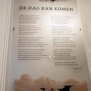 NLD/Amsterdam/20191210 - Rijmprent Ramsey Nasr onthuld, Her Rijmgedicht aan de muur bij de Bezige bij ter eren van hun 75 jarig bestaan