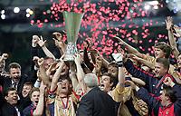 ◊Copyright:<br />GEPA pictures<br />◊Photographer:<br />Hans Simonlehner<br />◊Name:<br />Pokal<br />◊Rubric:<br />Sport<br />◊Type:<br />Fussball<br />◊Event:<br />UEFA Cup Finale, Sporting Lissabon vs ZSKA Moskau<br />◊Site:<br />Lissabon, Portugal<br />◊Date:<br />18/05/05<br />◊Description:<br />Mannschaft ZSKA Moskau bei der Uebernahme des Pokals, Jubel<br />◊Archive:<br />DCSSL-180505631<br />◊RegDate:<br />18.05.2005<br />◊Note:<br />TM/TM - Nutzungshinweis: Es gelten unsere Allgemeinen Geschaeftsbedingungen (AGB) bzw. Sondervereinbarungen in schriftlicher Form. Die AGB finden Sie auf www.GEPA-pictures.com.<br />Use of picture only according to written agreements or to our business terms as shown on our website www.GEPA-pictures.com