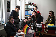 Décembre 2017. Kosovo : 10ème anniversaire de l'indépendance. Happening de YIHR devant le ministère de l'éducation pour dénoncer les violences en milieu scolaire avec des jeunes de 15 ans dont c'est la première sensibilisation à une conscience politique. Pristina. Prishtina.