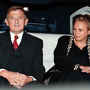 Dhr. de Lange met vrouw van de Lange Mode Huizen jubilaris opgehaald met limousine