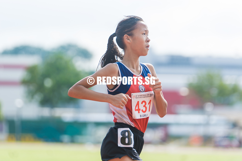 Clarice Lau (#431) of Nan Hua High School running the bend, she finished second with a timing of 05:16.67. (Photo © Jerald Ang/Red Sports)