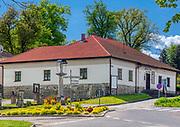 Nowy Wiśnicz 11-05-2019. Muzeum Ziemi Wiśnickiej, mieszczące się w dawnym budynku Zakładu Ubogich (zwanego dawniej szpitalem), założonego w 1641 przez Stanisława Lubomirskiego.