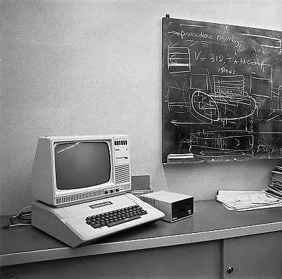 Nederland, Nijmegen, 21-5-1984De succesvolle Apple 2+, op de kamer, kantoor, van een hoogleraar informatica van de radboud universiteit,voorheen KUN. De pc van Apple.Foto: Flip Franssen/Hollandse Hoogte