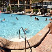 USA/Miami/20050815 - Vakantie Miami, zwembad, palmbomen, zwemmen, zon