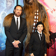 NLD/Amsterdam/20191218 - Premiere van Star Wars: The Rise of Skywalker, Arne Toonen en zoon Chico Toonen