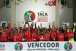 Benfica's Captain Brazilian defender Luisao raises the trophy after the Portugal Cup Final football match  SL Benfica vs Vitoria Guimaraes SC at Jamor stadium in Oeiras, outskirts of Lisbon, on May 28, 2017. Benfica won 2-1. Photo: Pedro Fiuza ( Photo by Pedro Fiúza/NurPhoto) *** Please Use Credit from Credit Field ***