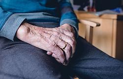 THEMENBILD - ein alter Mann hält seine Hände zusammengefaltet in seinem Schoss, aufgenommen am 12. Februar 2020 in Kaprun, Oesterreich // an old man holds his hands folded in his lap in Kaprun, Austria on 2020/02/12. EXPA Pictures © 2020, PhotoCredit: EXPA/Stefanie Oberhauser
