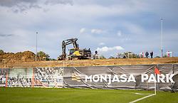 Der bygges ny tribunen, set under kampen i 1. Division mellem FC Fredericia og FC Helsingør den 4. oktober 2020 på Monjasa Park i Fredericia (Foto: Claus Birch).