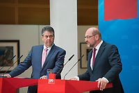 DEU, Deutschland, Germany, Berlin, 06.07.2017: Bundesaussenminister Sigmar Gabriel (SPD) und SPD-Kanzlerkandidat Martin Schulz bei einer Pressekonferenz zu G20 im Willy-Brandt-Haus.