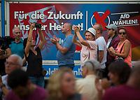 DEU, Deutschland, Germany, Königs Wusterhausen, 30.08.2019: AfD-Parteianhänger applaudieren bei einer Wahlkampfveranstaltung der Partei Alternative für Deutschland (AfD).
