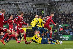 Anis Slimane og Andreas Maxsø (Brøndby IF) i kamp med Lasse Fosgaard (Lyngby BK) under kampen i 3F Superligaen mellem Brøndby IF og Lyngby Boldklub den 1. marts 2020 på Brøndby Stadion (Foto: Claus Birch).