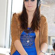 NLD/Amsterdam/20120424 - Lancering juwelenlijn Wishes by Rossana Kluivert-Lima, Roxeanne Hazes achter de draaitafel
