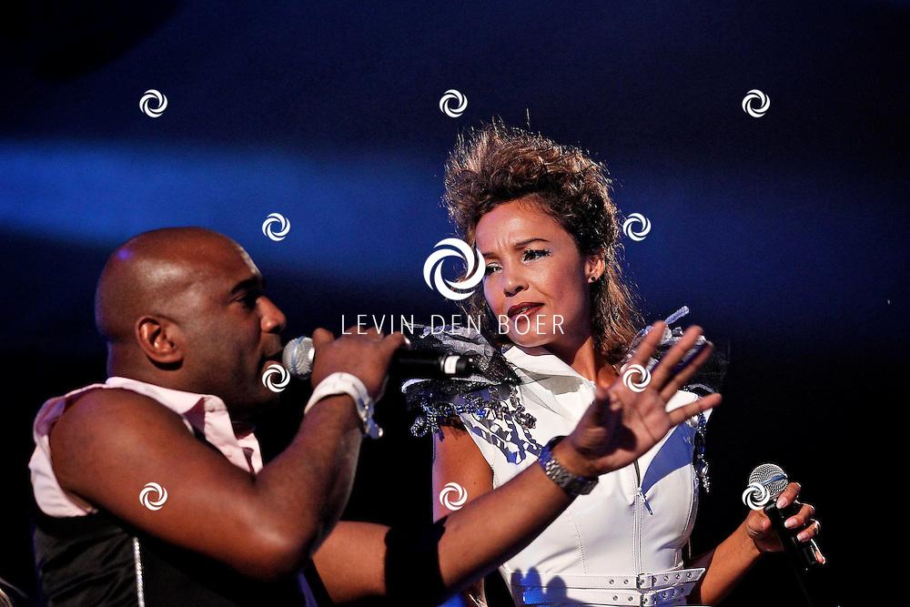 ALEM - In de grote feesttent bij het Hart van Alem is een 90's Night georganiseerd.  Met op de foto de dance formatie Shaydie onder leiding van DJ Paul Elstak. FOTO LEVIN DEN BOER - PERSFOTO.NU