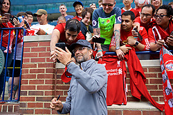 ANN ARBOR, USA - Friday, July 27, 2018: Liverpool's manager Jürgen Klopp takes a selfie with a supporter after a training session ahead of the preseason International Champions Cup match between Manchester United FC and Liverpool FC at the Michigan Stadium. (Pic by David Rawcliffe/Propaganda)