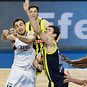 Efes Pilsen's Ender ARSLAN (L) and Fenerbahce Ulker's Darjus LAVRINOVIC (C) during their Turkish Basketball league derby match Efes Pilsen between Fenerbahce Ulker at the Sinan Erdem Arena in Istanbul Turkey on Sunday 24 April 2011. Photo by TURKPIX